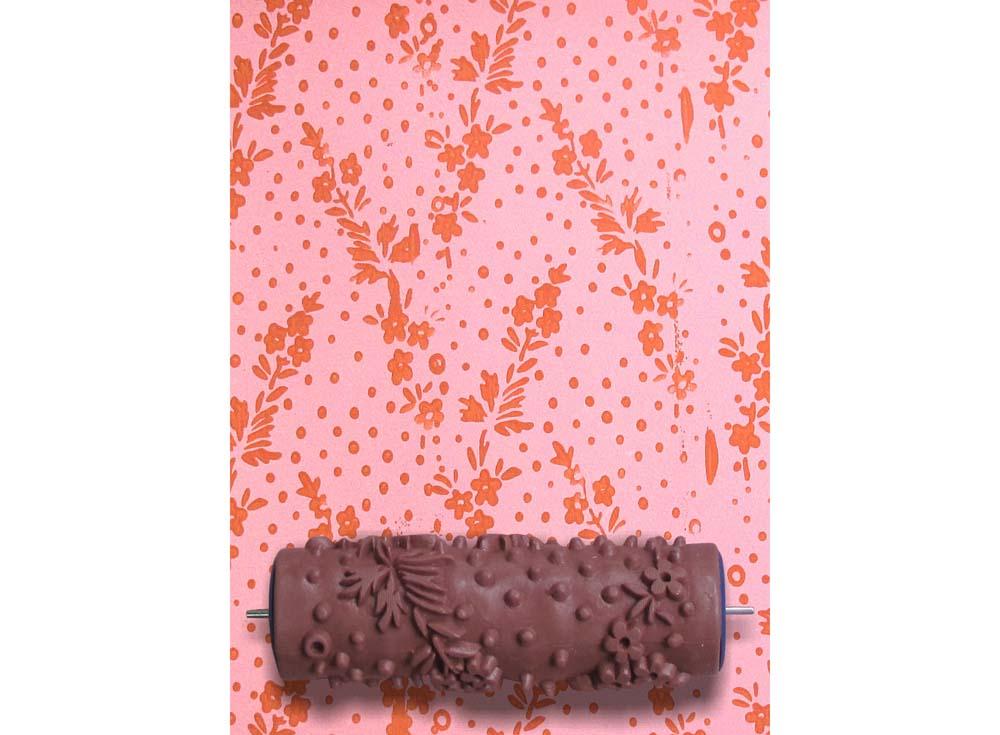 Узорный валик «Незабудки»Узорные валики для декора стен<br>Рамка для узорного валика приобретается отдельно!<br> <br> Узорный валик - универсальное приспособление для декорирования практически любой поверхности - от дерева до ткани. Просто использовать и легко ухаживать - красивый узор получится в любом случае, даже ес...<br><br>Артикул: GR-07