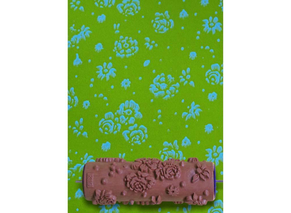 Узорный валик «Полевые цветы»Узорные валики для декора стен<br>Рамка для узорного валика приобретается отдельно!<br> <br> Узорный валик - универсальное приспособление для декорирования практически любой поверхности - от дерева до ткани. Просто использовать и легко ухаживать - красивый узор получится в любом случае, даже ес...<br>