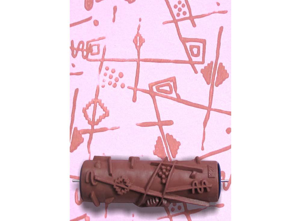 Узорный валик «Абстракция» 11Узорные валики для декора стен<br>Рамка для узорного валика приобретается отдельно!<br> <br> Узорный валик - универсальное приспособление для декорирования практически любой поверхности - от дерева до ткани. Просто использовать и легко ухаживать - красивый узор получится в любом случае, даже ес...<br><br>Артикул: GR-24