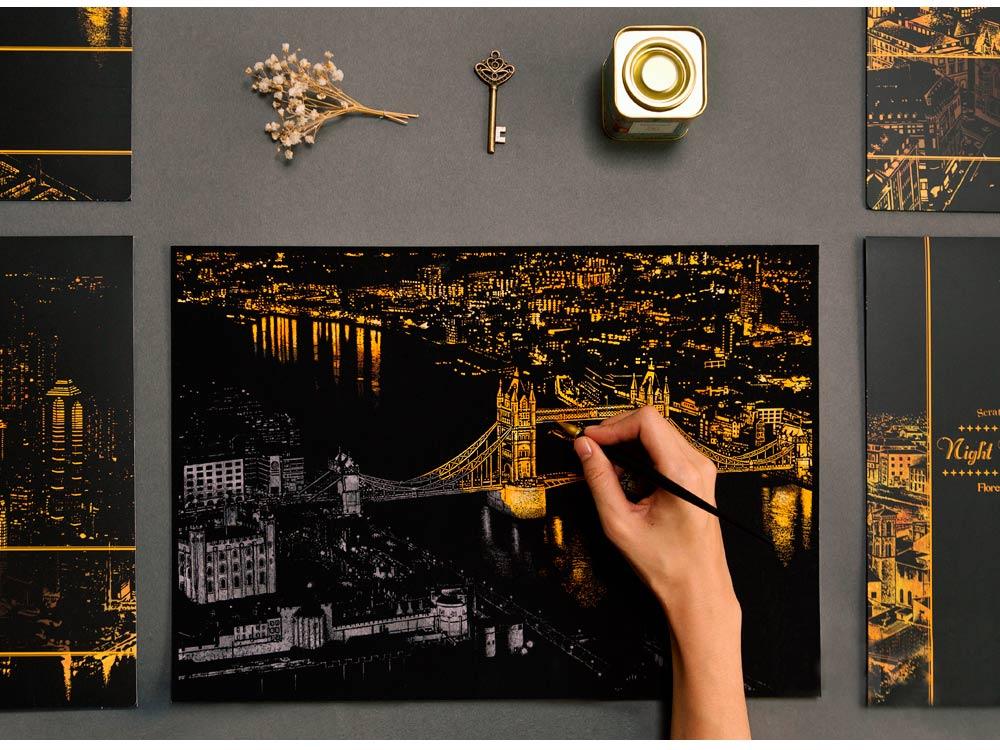 Скретч-картина «Лондон»Раскраски в стиле граттаж (Скретч-картины)<br>Принцип скретч-картин прост, все, что нужно сделать – это «сцарапать» серебристое покрытие с винилового листа, на котором нанесен подробный рисунок мегаполиса. Последовательность процесса художник выбирает самостоятельно – сверху вниз, или наоборот.<br> <br> ...<br><br>Артикул: LONDON<br>Сложность: средние<br>Размер: 41x29 см