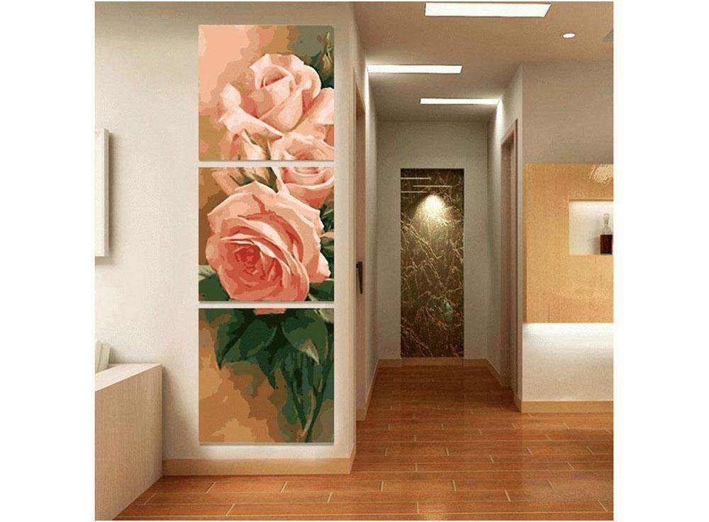 Картина по номерам «Чайная роза»Раскраски по номерам Color Kit<br>Картина по номерам, на которой изображены прекрасные чайные розы нежного кремового оттенка, украсит гостиную, рабочий кабинет, спальню или прихожую. Триптих отлично впишется в дизайн интерьера, оформленного в любом стиле. Розы на картине невероятно красив...<br><br>Артикул: P067<br>Основа: Холст<br>Сложность: средние<br>Размер: 3 шт. 50x50 см<br>Количество цветов: 25<br>Техника рисования: Без смешивания красок