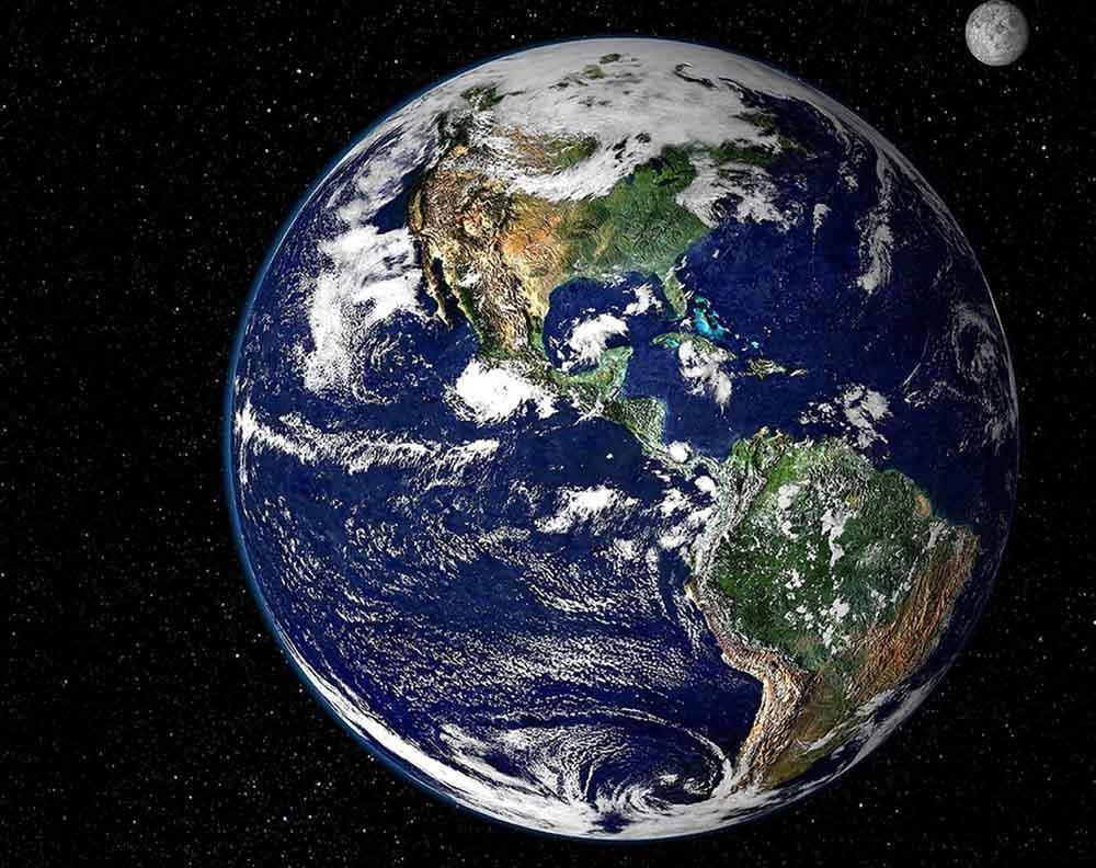 Стразы «Планета Земля»Алмазная вышивка Гранни<br>Друзья, обратите внимание, цветовая гамма сюжета на фотографии, которую вы видите на сайте, иногда может иметь незначительные отличия от цветовой гаммы страз в наборе<br><br>Артикул: Ag5827<br>Основа: Холст без подрамника<br>Сложность: сложные<br>Размер: 48x38 см<br>Выкладка: Полная<br>Количество цветов: 20<br>Тип страз: Квадратные