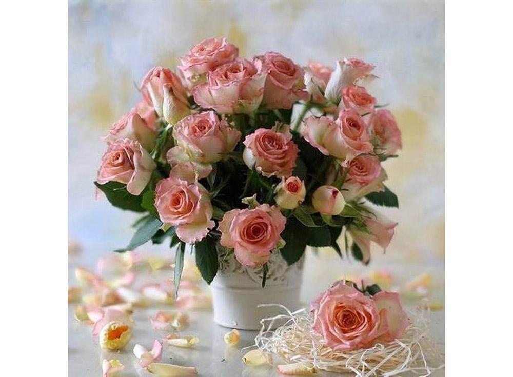 Алмазная вышивка «Букет роз»Яркие Грани<br><br><br>Артикул: DS021<br>Основа: Холст без подрамника<br>Сложность: средние<br>Размер: 50x50 см<br>Выкладка: Полная<br>Количество цветов: 56<br>Тип страз: Квадратные