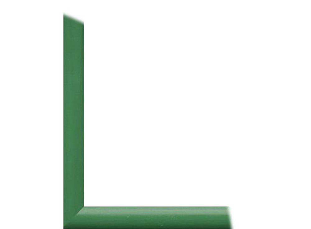Рамка без стекла для картин «Berta»Багетные рамки<br>Для картин на картоне. В комплект входит: рамка, задняя подложка, крючок-вешалка. Стекло в комплект не входит. При необходимости приобретайте стекло отдельно.<br><br>Артикул: 0006-7-0008<br>Размер: 18x24 см<br>Цвет: Зеленый<br>Ширина: 26<br>Материал багета: Дерево