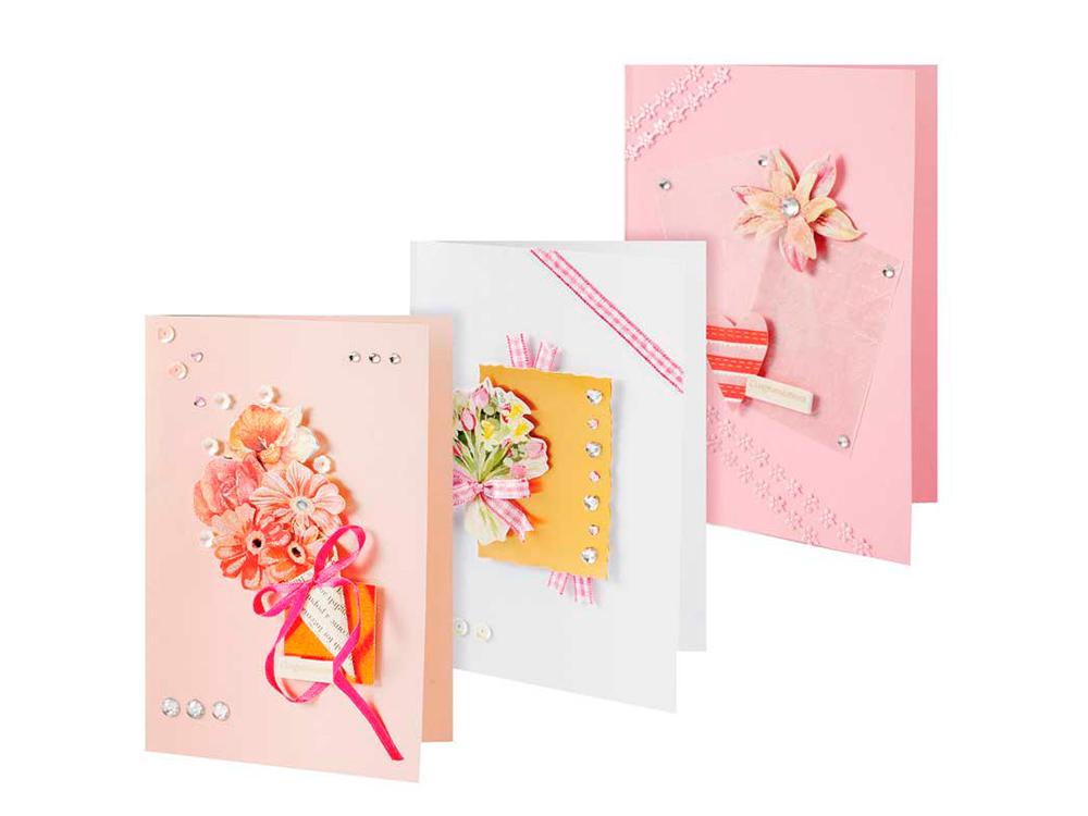Набор из 3-х открыток «Симфония»Наборы для создания открыток<br>Набор для создания 3-х открыток Симфония<br>(размер открыток 115 мм * 170 мм)<br><br>-3 заготовки для открыток;<br>-3 конверта;<br>-клеевые подушечки;<br>-декоративные элементы: вырубка из картона, ленты, пайетки, стразы, полубусины.<br><br>Артикул: 109-SB<br>Размер: 11,5x17 см