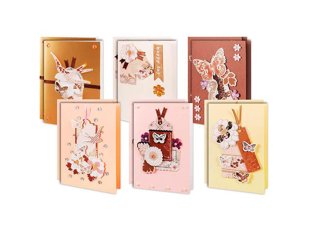 Набор из 12-ти открыток «В розовых тонах»Наборы для создания открыток<br>Комплектация набора для скрапбукинга для создания 12-ти открыток В розовых тонах:<br> -цветные заготовки для открыток<br> -конверты<br> -поздравления<br> -клеевые подушечки<br> -декоративные бумажные элементы<br> -ленты, пайетки, стразы, полубусины.<br><br>Артикул: 301-SB