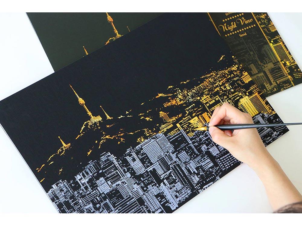 Скретч-картина «Сеул»Раскраски в стиле граттаж (Скретч-картины)<br>Принцип скретч-картин прост, все, что нужно сделать – это «сцарапать» серебристое покрытие с винилового листа, на котором нанесен подробный рисунок мегаполиса. Последовательность процесса художник выбирает самостоятельно – сверху вниз, или наоборот.<br><br>Комп...<br><br>Артикул: SEOUL<br>Сложность: средние<br>Размер: 41x29 см