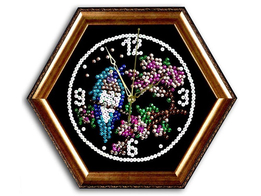Мозаика из пайеток часы «Птичка»Мозаика из пайеток<br>Набор мозаики из пайеток содержит все, что нужно для творческого процесса:<br>- основу-планшет из пенопласта;<br>- фон с точечной разметкой расположения паейток по цветам;<br>- разноцветные пайетки;<br>- специальные гвоздики-булавочки;<br>- багетную рамку для готов...<br><br>Артикул: ч04<br>Основа: Планшет из пенопласта<br>Размер: 44x38 см<br>Возраст: от 8 лет