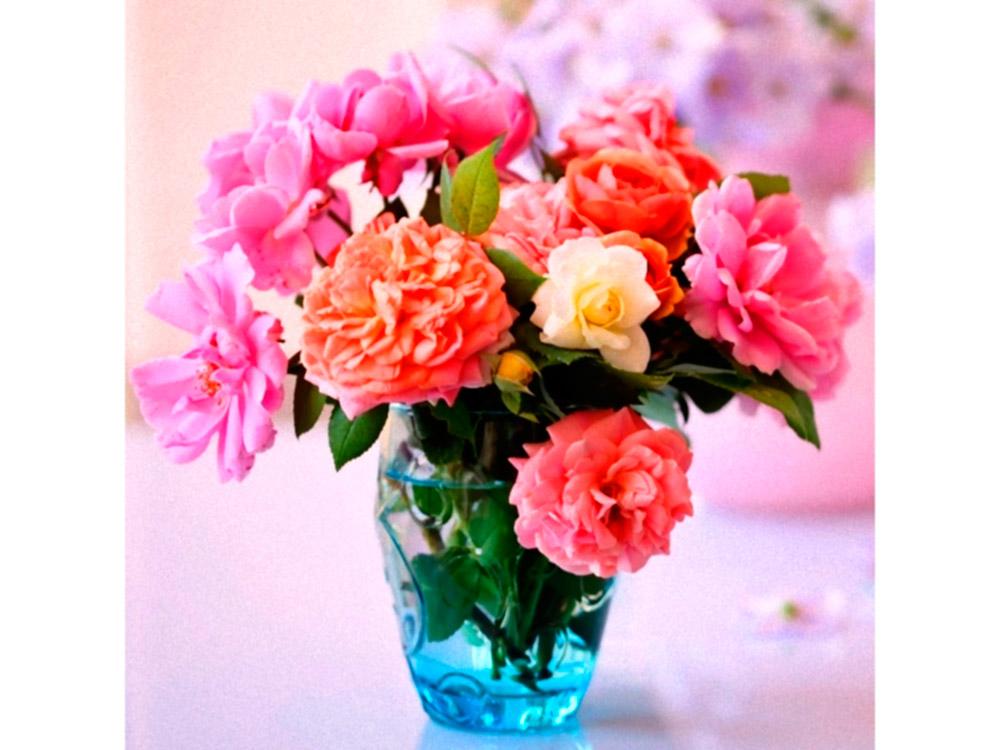 Стразы «Букет садовых роз»Яркие Грани<br><br><br>Артикул: DS072<br>Основа: Холст без подрамника<br>Сложность: средние<br>Размер: 50x50<br>Выкладка: Полная<br>Количество цветов: 54<br>Тип страз: Квадратные