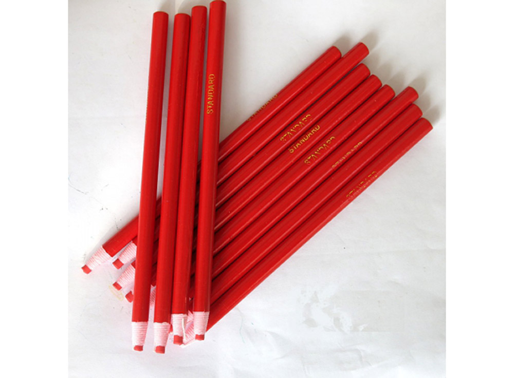 Карандаш для страз красныйАксессуары для алмазной живописи<br>Универсальный карандаш для тех, кто увлекается hand-made. Его липкий стержень достаточно велик по диаметру, чтобы с его помощью переносить на рабочую поверхность и стразы, и бусины, и кристаллы. Любая деталь декора будет с легкостью помещена в нужный сект...<br><br>Артикул: PENR