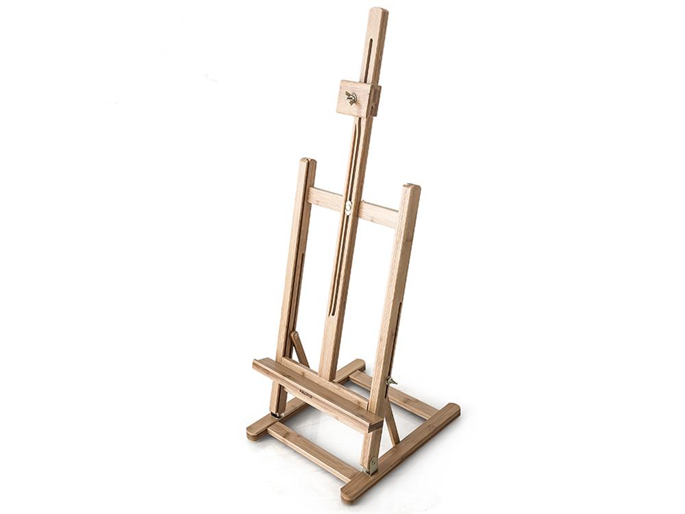 Настольный мольберт МЛ-58Мольберты<br>- Положение полки для холста регулируется, что позволяет удобно разместить холст на мольберте в зависимости от высоты стола, стула и собственного роста. <br> - Угол наклона мольберта регулируется, можно наклонить его на себя или от себя. <br> - На основании м...<br><br>Артикул: 132058<br>Габаритный размер: 27,5x32x75(96)