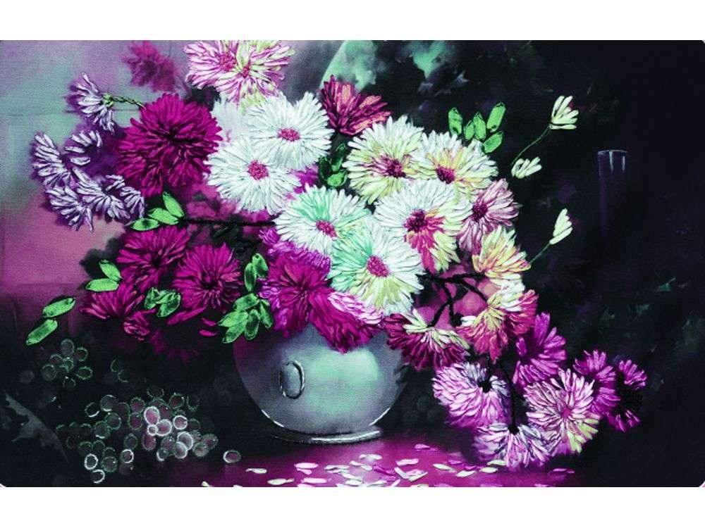 """Картина лентами «Сиреневое настроение»Цветной<br>Уникальный набор вышивки лентами от производителя """"Цветной"""" - прекрасная возможность освоить новый вид творчества.<br><br>Вышивка лентами набирает популярность благодаря великолепному результату, объемные картины из атласных лент и органзы может вышить каждый, ...<br><br>Артикул: C-0074<br>Сложность: средние<br>Размер: 50x70 см<br>Техника вышивки: ленты<br>Заполнение: Частичное<br>Техника: Вышивка лентами"""