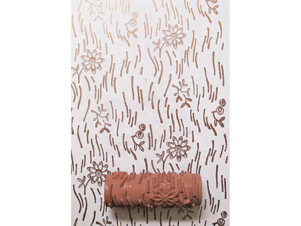 Узорный валик «Лужайка» 2Узорные валики для декора стен<br>Рамка для узорного валика приобретается отдельно!<br> <br> Узорный валик - универсальное приспособление для декорирования практически любой поверхности - от дерева до ткани. Просто использовать и легко ухаживать - красивый узор получится в любом случае, даже ...<br><br>Артикул: GR-52