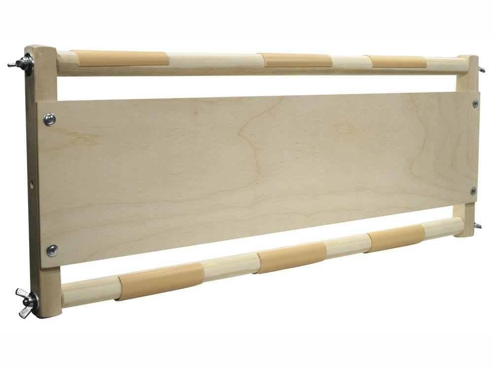 Рамка-станок для выкладки мозаики АР-550Аксессуары для алмазной живописи<br>Рамка-станок упакована в коробку в разобранном виде. Сборка очень проста, потребуется лишь крестовая отвертка.<br> <br> Идеальный инструмент для выкладки алмазной вышивки. Края холста закрепляются на вал при помощи фиксаторов (пластиковых клипс), по мере выкл...<br><br>Артикул: АР-550<br>Размер: 59x25 см<br>Материал: Дерево (береза)