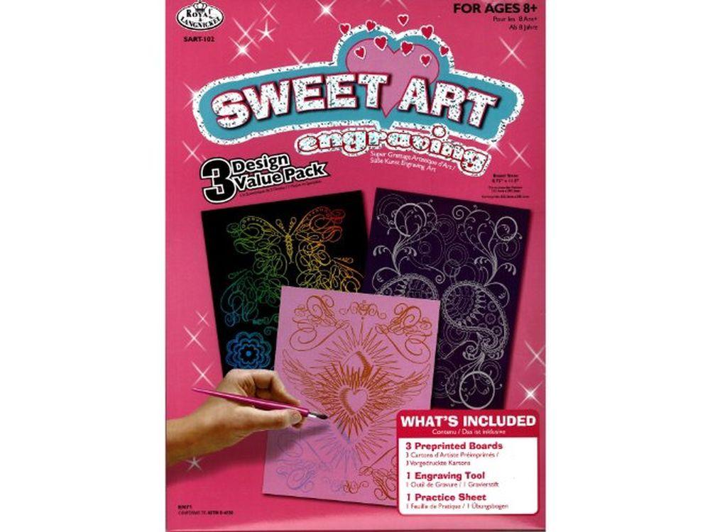 Набор гравюр Sweet Art (3 сюжета)Гравюры<br>Красивые образы, созданные при помощи гравировки, привлекают и техникой исполнения, и результатом.<br> <br>  Основа - плотный картон со специальным черным матовым покрытием и с нанесенным на него контуром-наброском. Аккуратно сцарапывайте покрытие с наброска ...<br><br>Артикул: SART102<br>Размер: 20,3x25,4 см<br>Цвет: Разноцветные