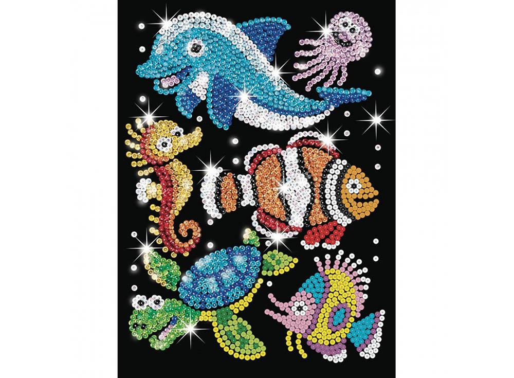 Мозаика из пайеток «Обитатели моря»Мозаика из пайеток<br>Набор мозаики из пайеток содержит все, что нужно для творческого процесса:<br>- основу-планшет из пенопласта;<br>- фон с точечной разметкой расположения паейток по цветам;<br>- разноцветные пайетки;<br>- специальные гвоздики-булавочки;<br>- инструкцию.<br>Создание мо...<br><br>Артикул: 0908<br>Основа: Планшет из пенопласта<br>Размер: 25x34 см<br>Возраст: от 8 лет