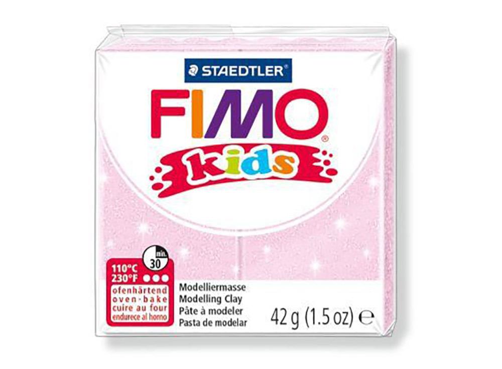 FIMO Kids 206 (перламутровый светло-розовый)Полимерная глина FIMO<br>Полимерная глина — удивительный материал для творчества и декоративно-прикладного искусства. Лепка из полимерной глины в равной степени увлекает детей и взрослых, вдохновляет мастеров и новичков. Этот вид творчества не требует профессиональной подготовки ...<br><br>Артикул: 8030-206<br>Вес: 42 г<br>Цвет: Перламутровый светло-розовый<br>Серия: FIMO Kids