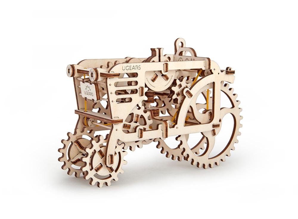 3D-пазл Ugears «Трактор»Ugears<br>Производитель Ugears создает уникальные действующие модели, которые с удовольствием собирают и взрослые, и дети. 3D-пазл «Трактор» - интересный вариант, настоящее инженерное чудо, с помощью которого можно ознакомиться с работой мини-мотора, ведь машина...<br><br>Артикул: 70003<br>Размер: 20x14x9 см<br>Расчетное время сборки: 2-3 часа<br>Материал: Дерево<br>Размер упаковки: 37x17x3 см<br>Возраст: от 14 лет
