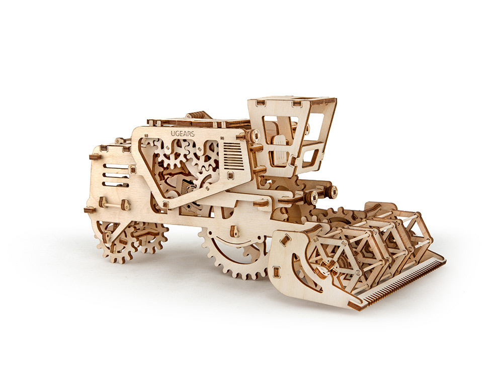 3D-пазл Ugears «Комбайн»Ugears<br>3D-пазл Ugears «Комбайн» - действующая модель, которую способен собрать каждый желающий. Корпус машины максимально открыт, позволяя полюбоваться движением шестеренок. Для того, чтобы комбайн пришел в движение, достаточно откатить его назад и отпустить...<br><br>Артикул: 70010<br>Размер: 27x16x13 см<br>Расчетное время сборки: 2-3 часа<br>Материал: Дерево<br>Размер упаковки: 37x17x3 см<br>Возраст: от 14 лет