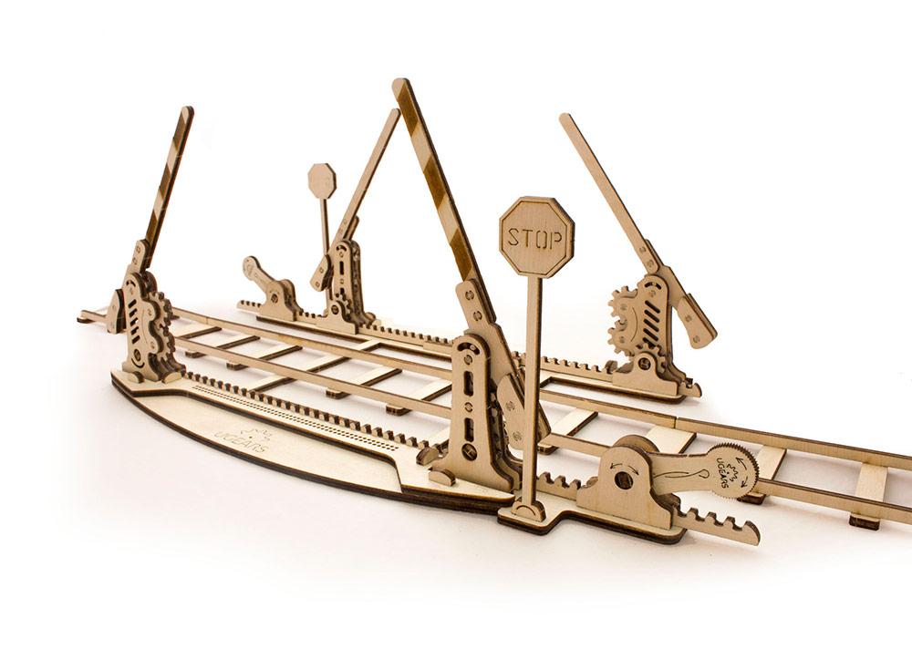 3D-пазл Ugears «Переезд и рельсы»Ugears<br>Конструкторы 3D-пазл Ugears прекрасно сочетаются друг с другом, дополняя и расширяя возможности каждой отдельно взятой модели. Например, «Переезд и рельсы» просто необходимое дополнение к «Локомотиву с тендером». <br> <br> 4 метра железнодорожного полотна ...<br><br>Артикул: 70014<br>Размер: 407x12x22 см<br>Расчетное время сборки: 2-3 часа<br>Материал: Дерево<br>Размер упаковки: 37x17x3 см<br>Возраст: от 14 лет