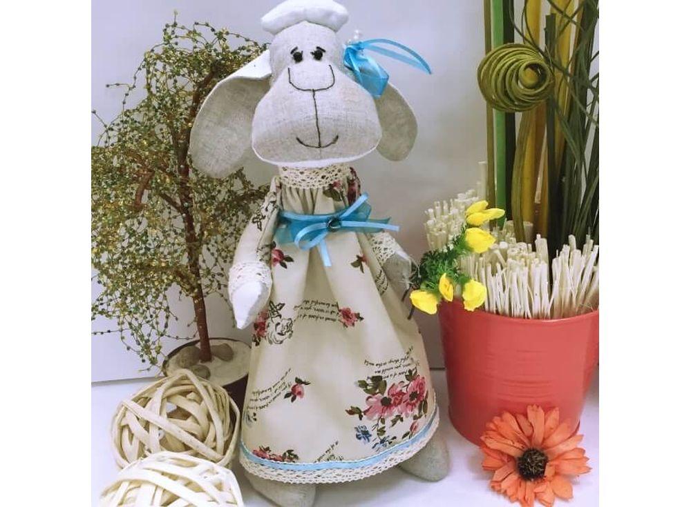 Набор для шитья «Овечка в коктейльном платье»Наборы для шитья кукол<br><br><br>Артикул: DIE007<br>Основа: Текстиль<br>Сложность: очень сложные<br>Размер: Высота готовой игрушки 35 см<br>Техника: Шитье<br>Упаковка: Пакет