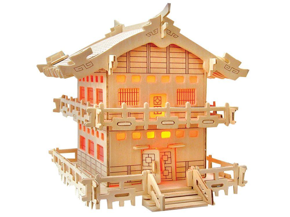 Конструктор «Домик императора»Сборные деревянные модели<br>Конструкторы от производителя Чудо-дерево для детей и взрослых, для подарка и личного интересного досуга – теперь на Цветное.ру. Многообразие моделей позволит сделать выбор даже самому требовательному покупателю. <br> <br> Приобретая конструктор от производит...<br><br>Артикул: PH070<br>Вес: 0,42 кг<br>Размер готовой модели: 18,8x18x17,8 см<br>Материал: Дерево<br>Упаковка: прозрачная пленка<br>Размер упаковки: 37,0 x 0,9 x 23,0 см<br>Количество пластин заготовок шт: 3<br>Размер пластин: 23x37x0,3 см<br>Возраст: от 5 лет