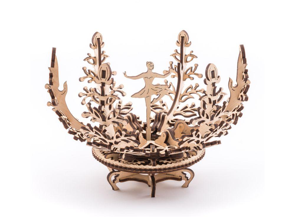 3D-пазл Ugears Шкатулка «Механический цветок»Ugears<br>Красивая шкатулка из дерева «Механический цветок» выполнена в лучших традициях старинных изысканных вещиц, передаваемых из поколения в поколение. Это прекрасное украшение интерьера и шкатулка для хранения драгоценностей и бижутерии.<br><br><br> Поверните м...<br><br>Артикул: 70016<br>Размер: 13x13x16 см<br>Расчетное время сборки: 2-3 часа<br>Материал: Дерево<br>Размер упаковки: 37,5x13x3 см<br>Возраст: от 14 лет