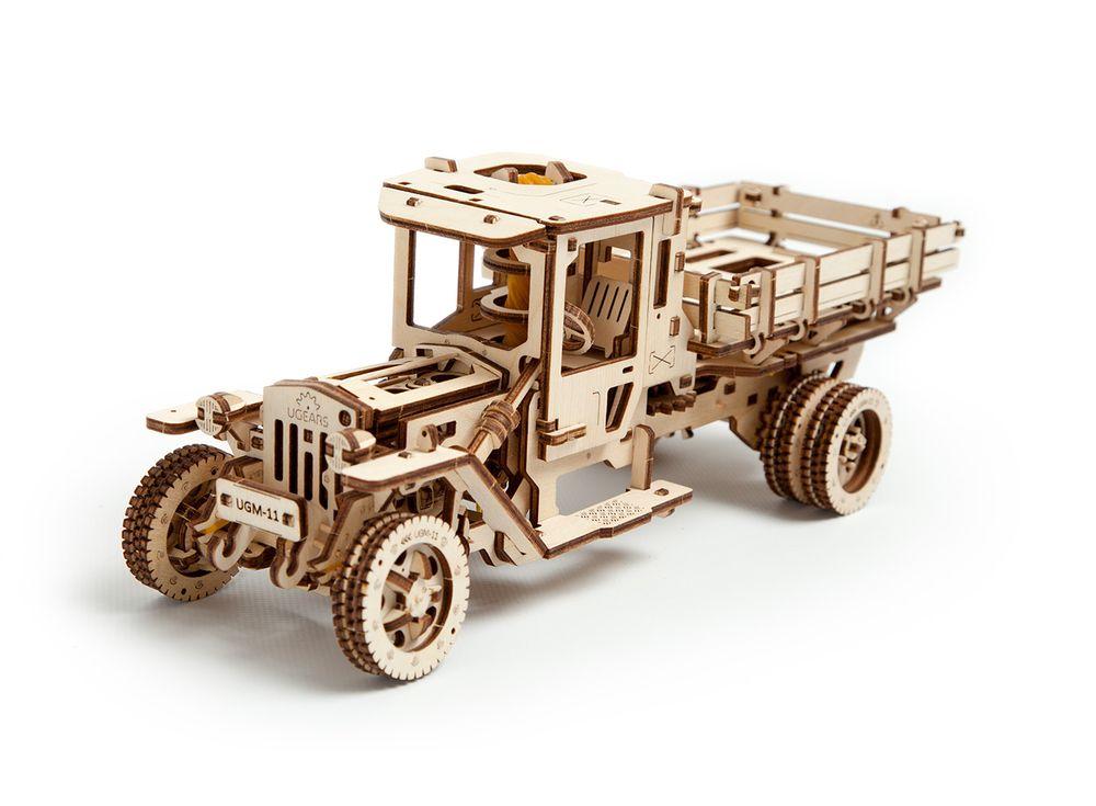 3D-пазл Ugears «Грузовик UGM-11»Ugears<br>Внушительная реалистичная модель «Грузовик UGM-11», массой 1267 гр., - новинка в 3D-пазл Ugears. <br> Инжекторный 4-цилиндровый двигатель расположен впереди продольно под капотом. Трансмиссия модели - копия трансмиссии реального грузовика. Подвеска передних...<br><br>Артикул: 70018<br>Размер: 34x14x13 см<br>Расчетное время сборки: 12 часов<br>Материал: Дерево<br>Размер упаковки: 37,5x17x3,5см<br>Возраст: от 14 лет