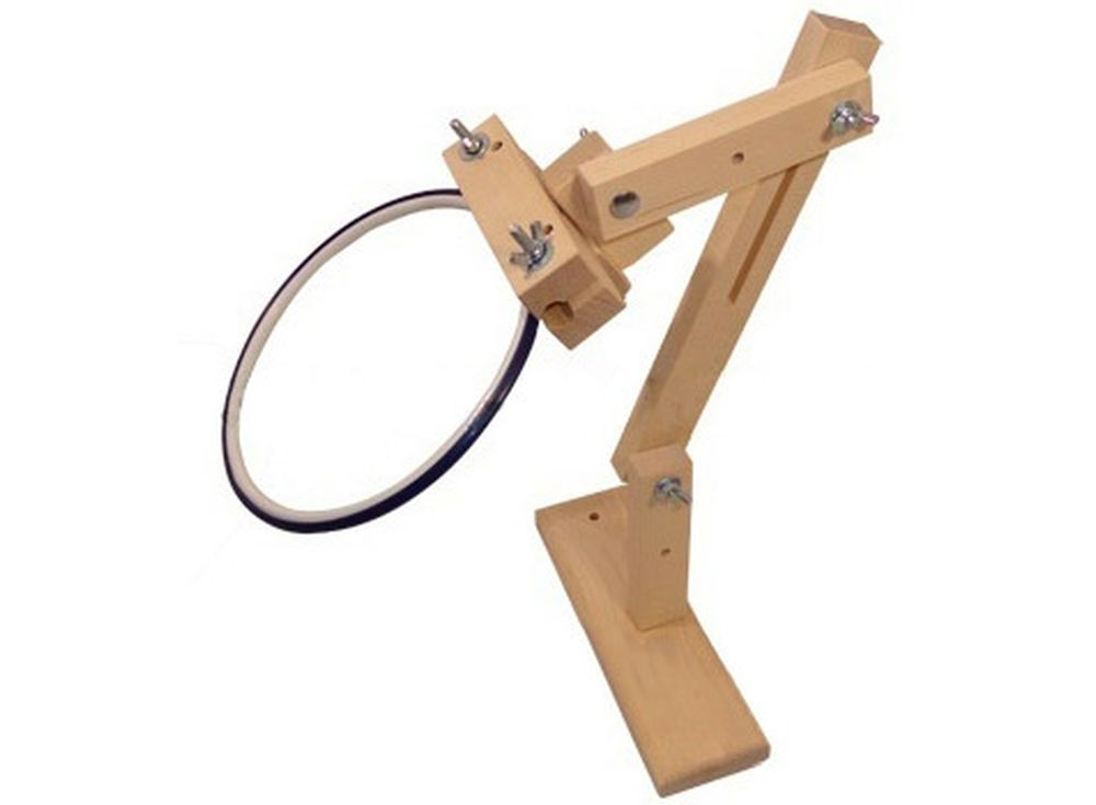 Мини-держатель для пялец кресельныйАксессуары для вышивки<br><br><br>Артикул: 1058<br>Размер: 41x25 см<br>Вес: 1,2 кг<br>Материал: Берёза<br>Размер в сложенном виде: 30x11x4 см