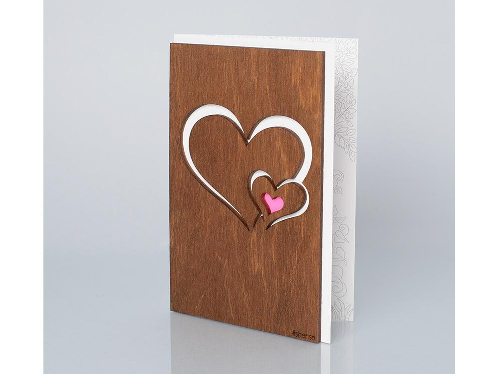 Деревянная открытка «Сердце в сердце», полисандрДеревянные открытки<br>Деревянные открытки и денежные конверты - прекрасная возможность сделать яркий подарок для тех, кто ценит оригинальность, однако не забывает о традициях. И креативность такого презента заключена не только в необычной деревянной первой странице, ведь в...<br><br>Артикул: 3.2.1<br>Размер см: 16x10,6<br>Материал: Дерево, бумага<br>Упаковка: прозрачная полиэтиленовая пленка-конверт