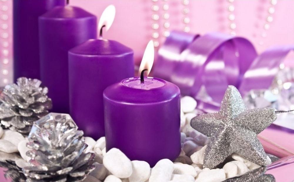 Стразы «Фиолетовые свечи»Яркие Грани<br><br><br>Артикул: DS569<br>Основа: Холст без подрамника<br>Сложность: очень сложные<br>Размер: 50x34 см<br>Выкладка: Полная<br>Количество цветов: 50<br>Тип страз: Квадратные