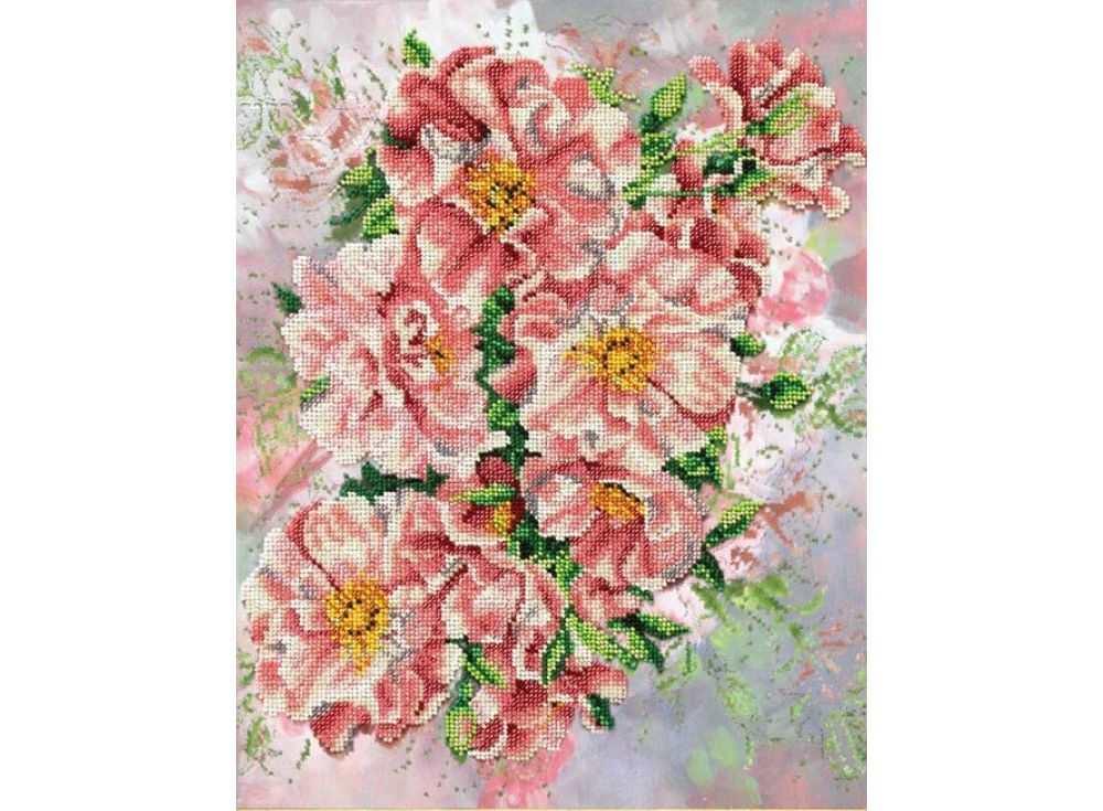 Набор вышивки бисером «Садовые розы»Вышивка бисером Паутинка<br><br><br>Артикул: Б-1205<br>Основа: льняная ткань<br>Размер: 28,5х36 см<br>Техника вышивки: бисер<br>Тип схемы вышивки: Цветная схема<br>Количество цветов: 17<br>Заполнение: Частичное<br>Рисунок на канве: нанесён рисунок<br>Техника: Вышивка бисером