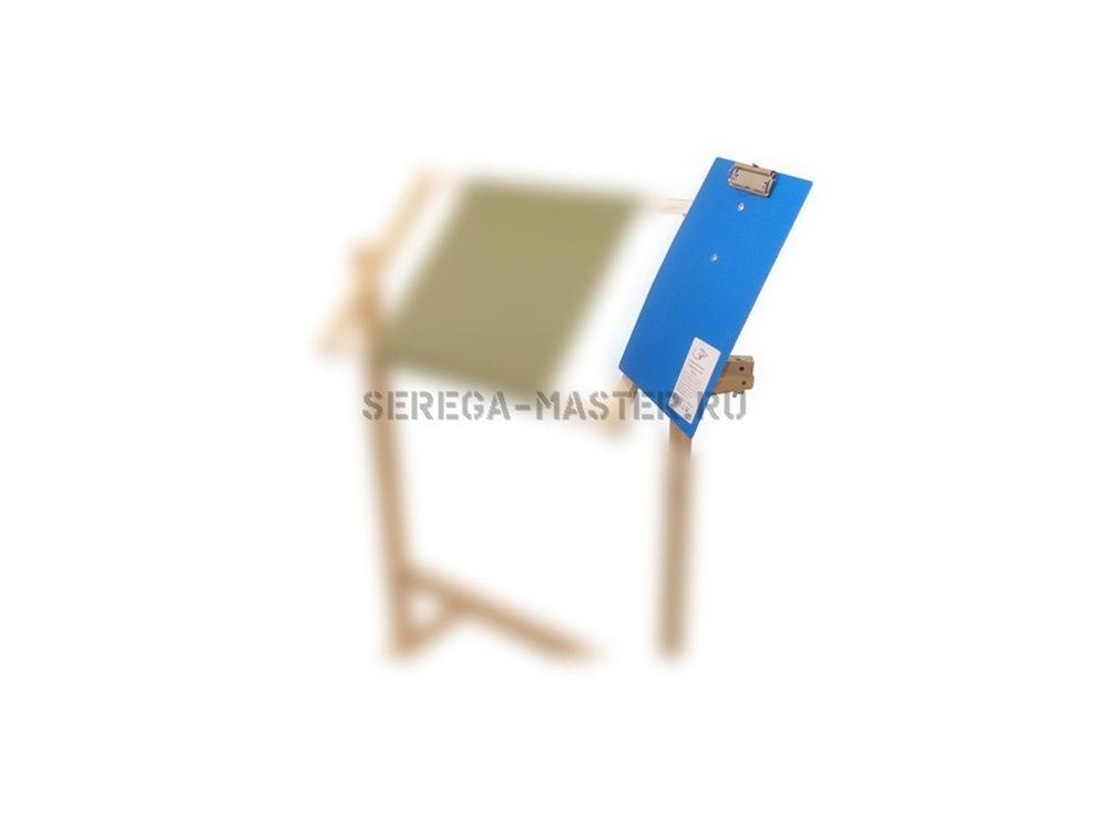 Держатель для схем (пластик)Аксессуары для вышивки<br>Держатель для схем позволит закрепить бумажную схему для вышивания. С помощью универсального крепления можно закрепить устройство на любом станке или держателе пялец, что позволит сделать вашу работу более удобной и комфортной. Формат планшета А4.<br><br>Артикул: 1013<br>Размер: 21x29,7 см<br>Вес: 0,35 кг