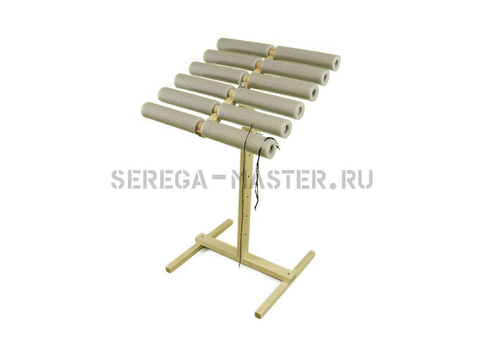 Органайзер для нитокАксессуары для вышивки<br>Особенности органайзера для ниток и игл с нитками:<br>- Регулировка по высоте стойки-ноги, а так же наклон головы. <br>- Верхняя часть вращается на 360 градусов, это удобно при использовании в работе нескольких цветов сразу. При наклоне головы вращение со...<br><br>Артикул: 1044<br>Размер: Ширина: 33 см<br>Вес: 2,6 кг<br>Материал: Берёза