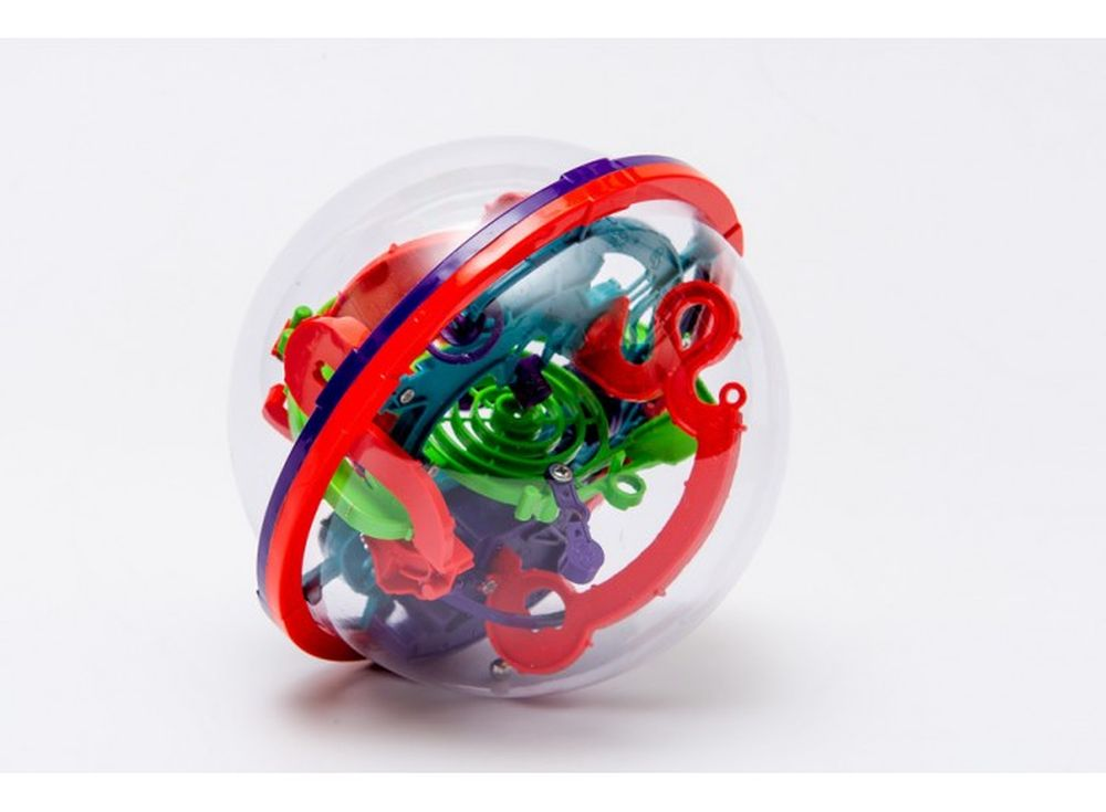 Шар-лабиринт Kakadu 13 см (100 ходов)Шары-лабиринты<br>Шар-лабиринт Kakadu 13 см (100 ходов) - это прозрачная сфера, с проходящей внутри трассой-лабиринтом, которая содержит 100 препятствий. <br> Главная задача игры: следуя из одной плоскости в другую, провести по дорожкам лабиринта маленький шарик и попасть в ...<br><br>Артикул: K-63<br>Размер готовой модели: Диаметр: 13 см<br>Материал: Пластик<br>Возраст: от 3 лет<br>Количество игроков: 1<br>Аудитория: Детские