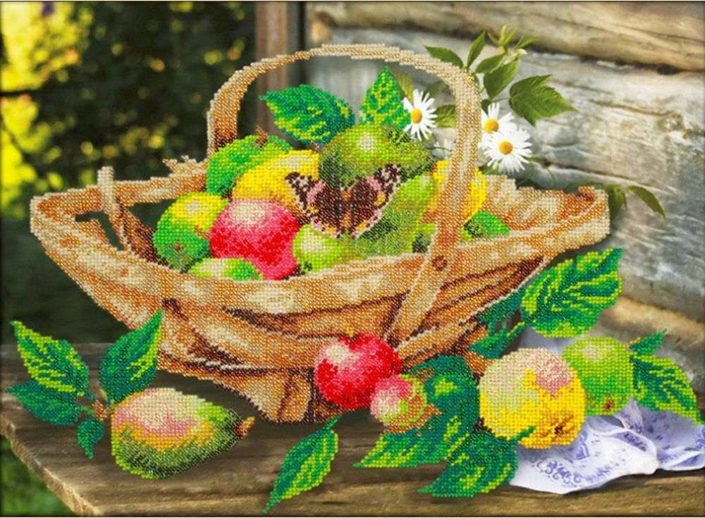 Набор вышивки бисером «Яблочки»Вышивка бисером Паутинка<br><br><br>Артикул: Б-1266<br>Основа: льняная ткань<br>Размер: 38x28 см<br>Техника вышивки: бисер<br>Тип схемы вышивки: Цветная схема<br>Количество цветов: 22<br>Заполнение: Частичное<br>Рисунок на канве: нанесён рисунок<br>Техника: Вышивка бисером