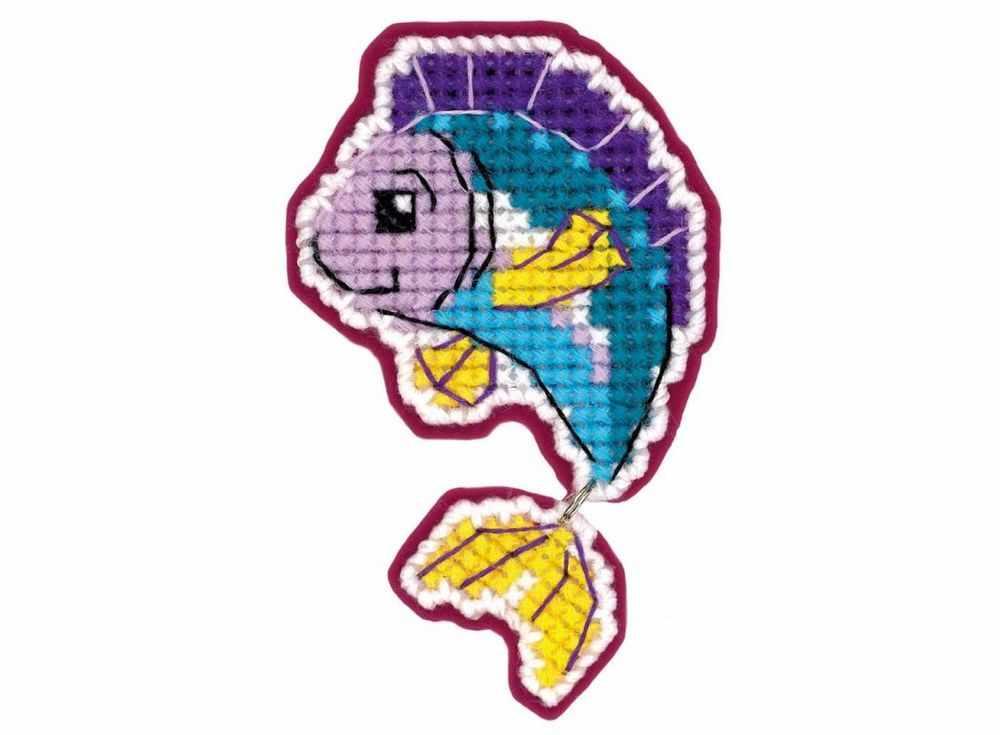 Набор для вышивания «Магнит. Рыбка»Вышивка крестом Риолис<br><br><br>Артикул: 1622АС<br>Основа: канва-пластик 10<br>Размер: 6x9 см<br>Техника вышивки: счетный крест<br>Серия: Риолис (Сотвори Сама)<br>Тип схемы вышивки: Цветная схема<br>Количество цветов: Нитки шерсть: 7 цветов, фетр: 1 цвет<br>Художник, дизайнер: Юлия Лындина<br>Игла: 1 вид<br>Рисунок на канве: не нанесён<br>Техника: Вышивка крестом<br>Нитки: шерсть/акрил Safil
