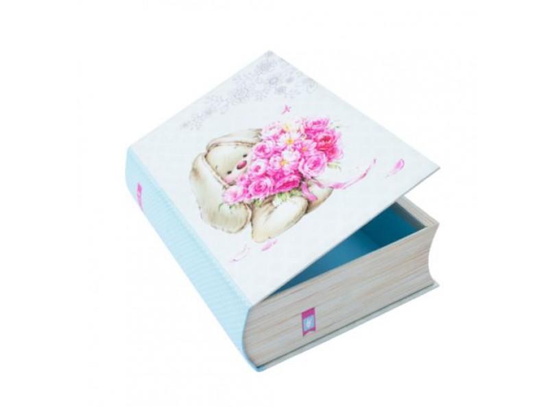 Коробка «Книжка ЗайкаМи»Подарочные пакеты<br>Коробка в виде книги, с винтажным стильным оформлением. Выполнена из качественного плотного картона 1000 г/м3, снаружи обклеена декоративной бумагой с хорошей печатью.<br> <br>Дополнит подарок как для женщины, так и для ребенка. Коробка украсит рабочий стол и...<br><br>Артикул: HY007092820<br>Размер: 28х20,2х7,6 см