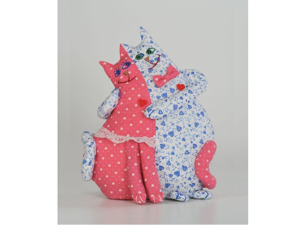 Набор для шитья «Коты-неразлучники»Наборы для шитья игрушек<br><br><br>Артикул: ПЛ-401<br>Основа: Текстиль<br>Сложность: средние<br>Размер: Высота: 26 см<br>Серия: Про любовь<br>Техника: Шитье<br>Размер упаковки: 15x23 см<br>Возраст: от 10 лет