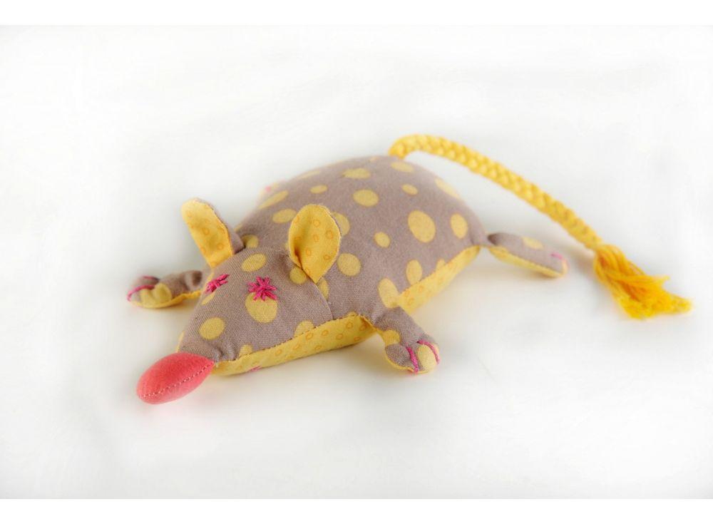 Набор для шитья «Мышка-перлушка»Наборы для шитья игрушек<br><br><br>Артикул: П-102<br>Основа: Текстиль<br>Сложность: легкие<br>Размер: Высота: 16 см<br>Серия: Перловка<br>Техника: Шитье<br>Размер упаковки: 15x23 см<br>Возраст: от 10 лет