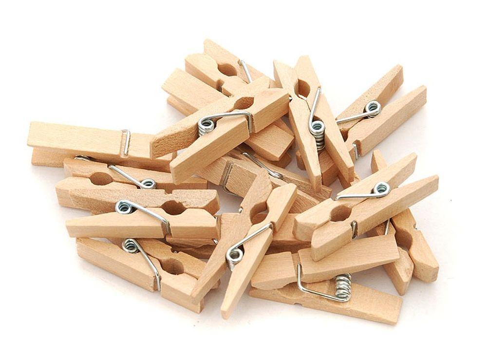 Прищепки декоративныеБумага и материалы для скрапбукинга<br>Новый оригинальный аксессуар для декора и поделок - деревянные прищепки. Небольшие, именно того размера, который идеально подходит для развешивания стикеров, игрушек, других элементов декорирования на веревочках, используемых при оформлении интерьера ...<br><br>Артикул: 865-DB<br>Размер: 3,5 см<br>Количество: 20 шт.<br>Материал: Дерево