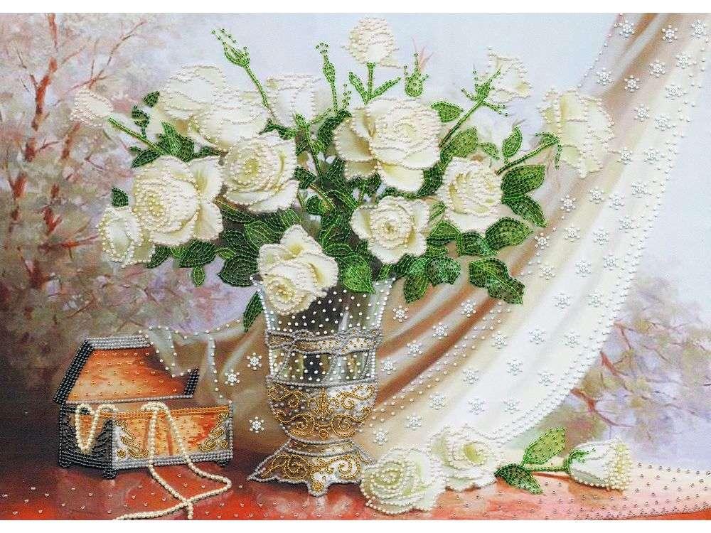 Набор вышивки бисером «Белые розы»Вышивка бисером Золотое Руно<br><br><br>Артикул: РТ-099<br>Основа: искусственный шелк<br>Размер: 36x50 см<br>Техника вышивки: бисер<br>Тип схемы вышивки: Цветная схема<br>Количество цветов: 11<br>Заполнение: Частичное<br>Рисунок на канве: нанесён рисунок и схема<br>Техника: Вышивка бисером