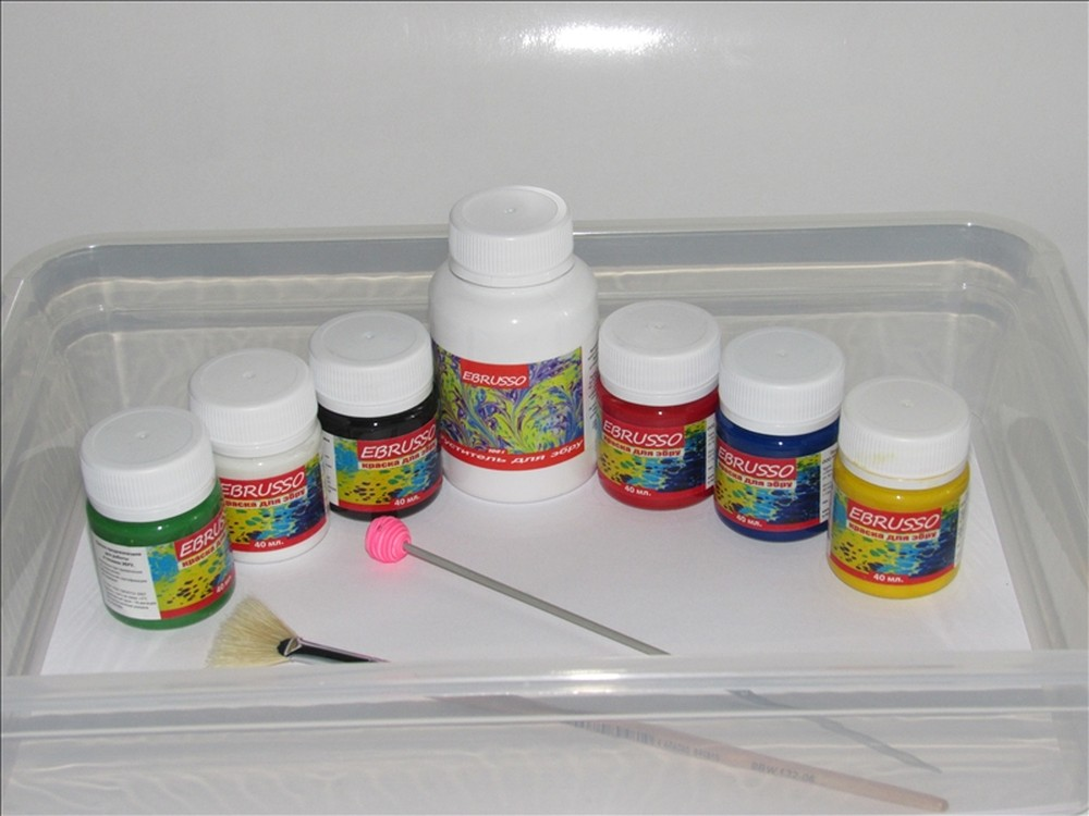 Набор для эбру Ebrusso 6 цветовРисование на воде Эбру<br>Наборы от EBRUSSO помогут научиться создавать произведения искусства с помощью воды и красок. Техника Эбру - искусство рисования на воде, сочетает в себе живопись и эстамп (оттиск на любой поверхности), позволяет воплотить свои эмоции и чувства в карт...<br><br>Артикул: EBR19