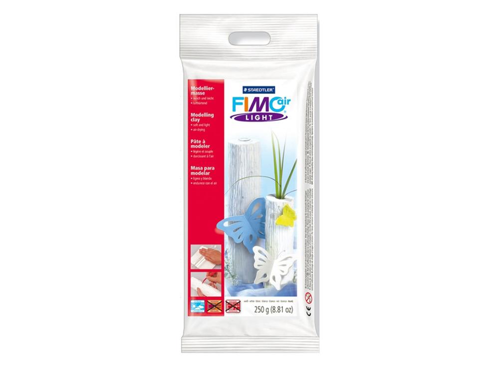Cамозатвердевающая полимерная глина FIMOair light 0 (белый) 250 гСамозатвердевающая глина<br><br><br>Артикул: 8131-0<br>Вес: 250 г<br>Цвет: Белый<br>Серия: FIMOair light<br>Размер упаковки: 21x11x2 см