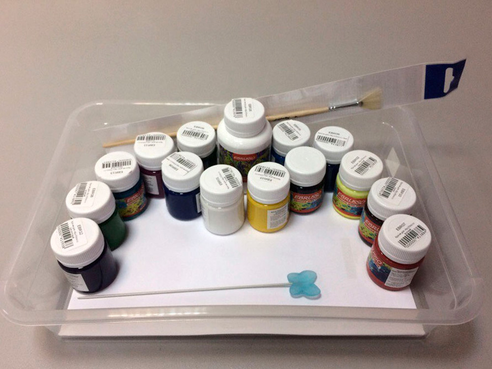 Набор для эбру Ebrusso 14 цветовРисование на воде Эбру<br>Наборы от EBRUSSO помогут научиться создавать произведения искусства с помощью воды и красок. Техника Эбру - искусство рисования на воде, сочетает в себе живопись и эстамп (оттиск на любой поверхности), позволяет воплотить свои эмоции и чувства в карт...<br><br>Артикул: EBR21