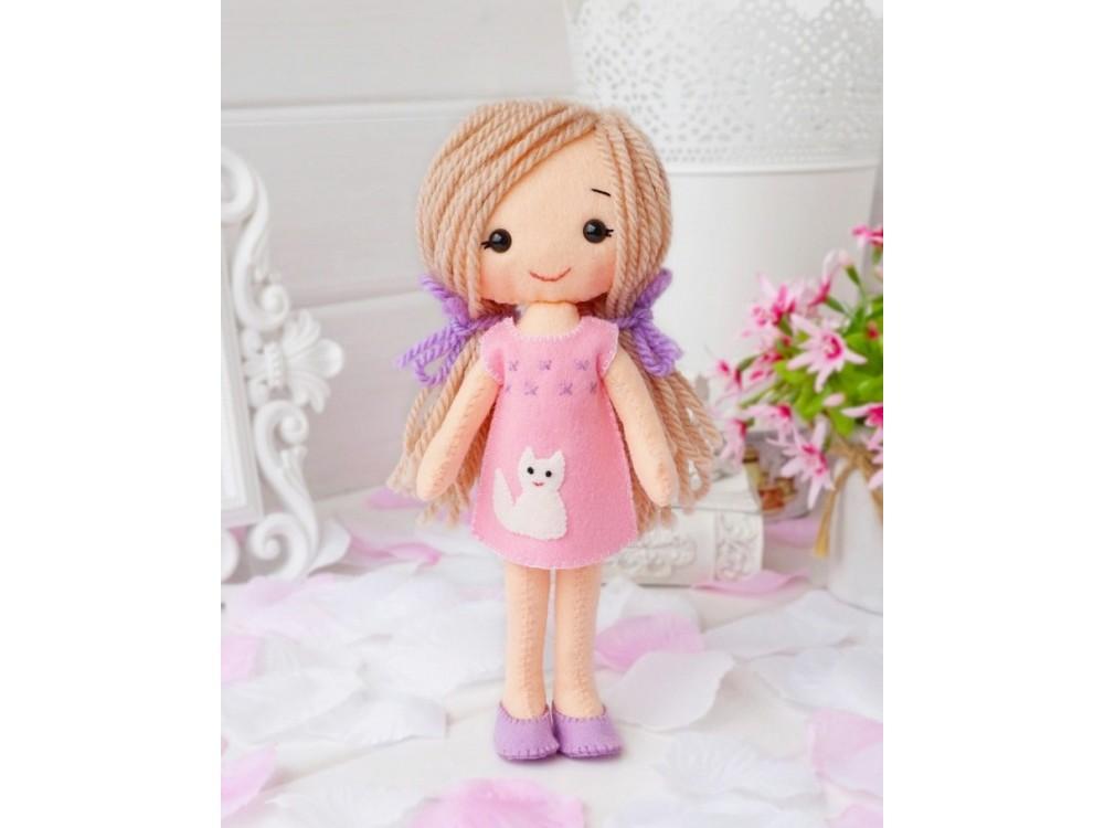 Набор для шитья игрушки «Куколка Ксюша»Наборы для шитья игрушек<br><br><br>Артикул: 05-01<br>Основа: Фетр<br>Сложность: средние<br>Размер: Высота: 20 см<br>Техника: Шитье<br>Возраст: от 7 лет