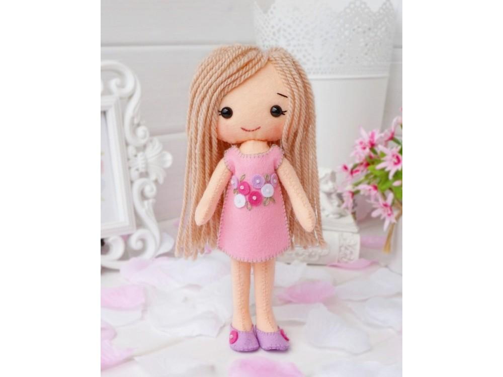 Набор для шитья игрушки «Куколка Роуз»Наборы для шитья игрушек<br><br><br>Артикул: 05-02<br>Основа: Фетр<br>Сложность: средние<br>Размер: Высота: 20 см<br>Техника: Шитье<br>Возраст: от 7 лет