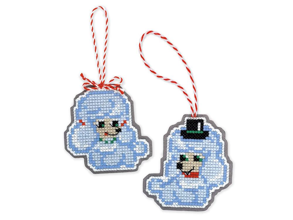 Набор для вышивания «Новогодние игрушки «Собачки»Вышивка крестом Риолис<br><br><br>Артикул: 1682АС<br>Основа: канва-пластик 10<br>Размер: 8x8 см, 8x9 см<br>Техника вышивки: счетный крест<br>Серия: Риолис (Сотвори Сама)<br>Тип схемы вышивки: Цветная схема<br>Количество цветов: Нитки шерсть/акрил: 7, фетр: 1<br>Художник, дизайнер: Юлия Лындина<br>Размер упаковки: 15x20x0,7 см<br>Игла: 1 вид<br>Рисунок на канве: не нанесён<br>Техника: Вышивка крестом<br>Нитки: шерсть/акрил Safil