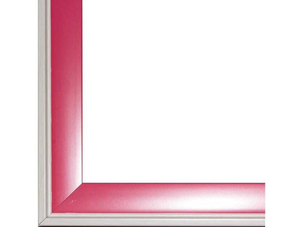 Рамка без стекла для картинБагетные рамки<br>Лист ДВП предназначен для защиты рамки от случайного удара, поэтому он выходит за пределы багета. Также углы рамки дополнительно упакованы в картонные уголки. Весь комплект упакован в термоусадочную пленку.<br><br>Артикул: BG012<br>Размер: 40x50 см<br>Цвет: Розовый с белой окантовкой<br>Ширина: 37 мм<br>Материал багета: Пластик<br>Толщина: 20 мм<br>Глубина багета: 12 мм
