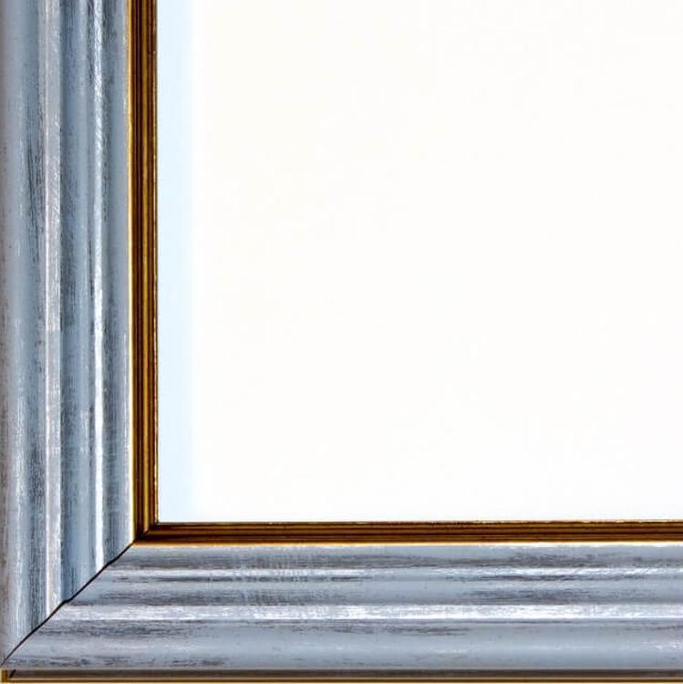 Рамка без стекла для картинБагетные рамки<br>Лист ДВП предназначен для защиты рамки от случайного удара, поэтому он выходит за пределы багета. Также углы рамки дополнительно упакованы в картонные уголки. Весь комплект упакован в термоусадочную пленку.<br><br>Артикул: BE019<br>Размер: 30x40 см<br>Цвет: Голубой<br>Ширина: 47 мм<br>Материал багета: Пластик<br>Толщина: 42 мм<br>Глубина багета: 12 мм